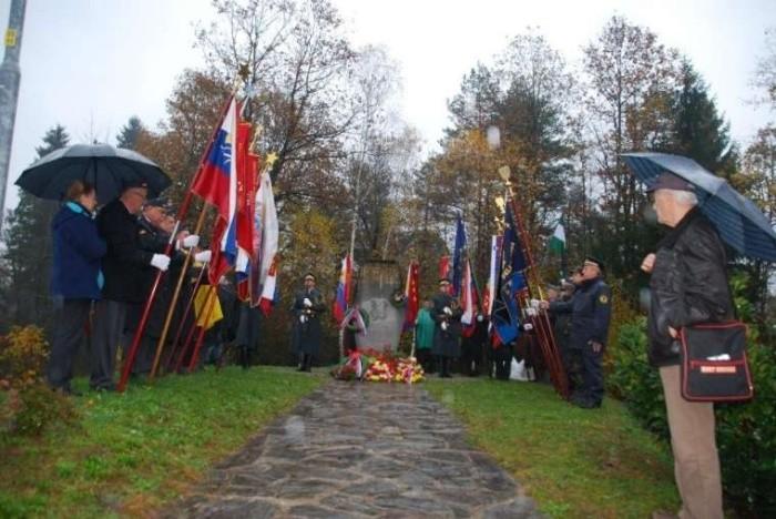Spominska slovesnost ob obletnici smrti Franca Rozmana - Staneta, pri spomeniku Lokve pri Črnomlju
